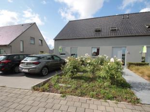 Gezellig appartement met 2 slaapkamers net buiten het centrum van Roeselare. Het appartement bestaat uit inkom, woonkamer met open keuken, 2 slaapkame