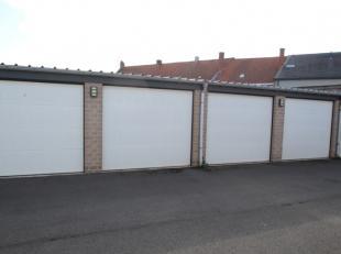 Recente garage met binnenafmeting van de garage: 2,5 meter breed en 5 meter diep.De garage is voorzien van elektriciteit en heeft een lichtpunt, eigen
