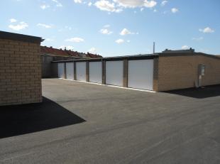 Recente garage te huur vlakbij het centrum van Roeselare. 2,75 meter breed 5 meter diep. Het garagecomplex is afgesloten met twee automatische section