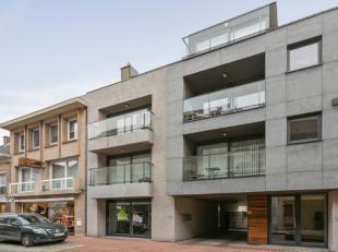 Dit gelijkvloers nieuwbouw appartement is gelegen in de residentie Briek II en bestaat uit een woonkamer met open keuken, twee slaapkamers, badkamer e