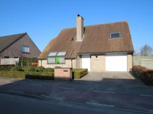 Deze ruime woning is gelegen in de Groenestraat, tussen de Westlaan en de ring rond Roeselare.<br /> De woning bestaat uit inkom met gastentoilet, woo