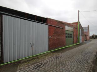 Dit magazijn is gelegen te Ardooie, op 2 km van de oprit van de autosnelweg E403 te Lichtervelde.Het magazijn ligt vlakbij de woonwijk Kapelhoek te Be