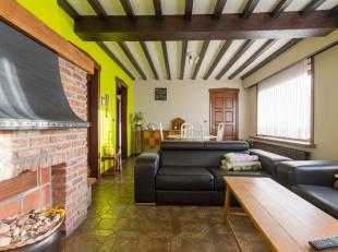 Dit leuke appartement is gelegen op de eerste verdieping. Momenteel is de indeling als volgt:- leuke leefruimte aan de voorzijde, rustige slaapkamer a
