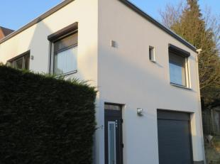 rustig goed gelegen, vrijstaande woning met garage . Ideaal voor een jong koppel of een beginnende zelfstandige. Vrij vanaf September 2019