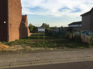 BOUWPLAATS: Halfopen - Gelegen Kerkstraat 76 3620 Gellik (Lanaken)<br /> Rustige omgeving - Zuidelijke georiënteerde achteruit.<br /> Alle nodige atte