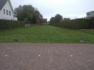 Bouwgrond te koop met mogelijkheid tot 2 half open bebouwingen of 1 open bebouwing Vlak aan de school de Helix gelegen en dicht bij centrum van Maasme