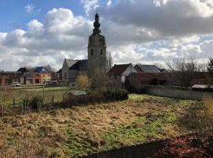 Bouwgrond te koop, geschikt voor open bebouwing, in het pittoreske Mespelare (Dendermonde), vlakbij de kerk. Oppervlakte 10a 88 ca.  Woongebied met la