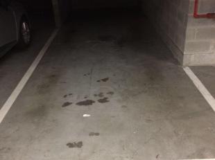 Beveiligde ondergrondse garageplaats onder het nieuw appartementsgebouw in de Frank Van Acker promenade op 1 minuut wandelen van het station van Brugg