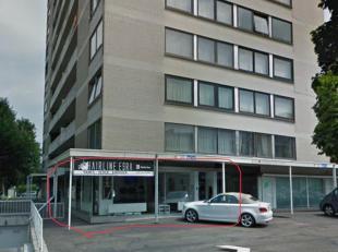 Het gelijkvloers appartement met handelsruimte heeft een totale oppervlakte van 145m2 en wordt momenteel uitgebaat als een goed draaiende kapsalon gel