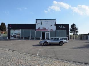 Multifunctionele commercieeële ruimte gelegen aan de Sint-Truidensesteenweg te Tienen waar de ganse dag 7/7 heel wat passage is. Voorzien van voldoend