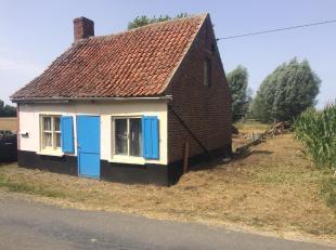 Een perceel bouwgrond voor open bebouwing, met een oppervlakte van 4a 77ca. <br /> Unieke en zeer rustige ligging, tussen Krombeke en Roesbrugge. <br