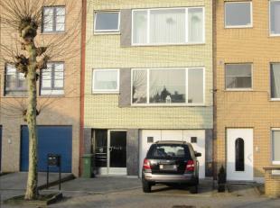 Gelegen in een rustig gelegen woonwijk , met een ruimtelijk buitenzicht<br /> wordt dit opbrengsteigendom of eventueel ook te gebruiken als tweewoonst