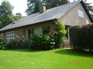 Deze prachtige villa is gelegen in een rustige residentiële villawijk in Hechtel-Eksel (Eksel). Op 1 km van het centrum van Eksel. De N74 richting Ned