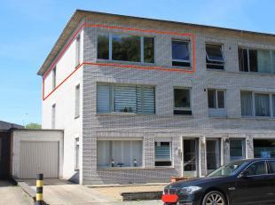 Mooi instapklaar appartement te Wommelgem (94m2)<br /> Het halfopen appartement is gelegen op de 2e Verdieping en bestaat uit:<br /> Een ruime, goed v