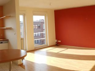 Apartement 2de verd. (80m²), 2 slk + Garage (12m²) + Oprit + Terras<br /> Vrij vanaf einde Augustus 2019<br /> <br /> Ideale locatie nabij A12 & centr