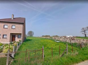 Prachtig gelegen bouwgrond voor een halfopen bebouwing met achterliggende weide gelegen in de landelijke Ninoofse deelgemeente Denderwindeke. Voor een