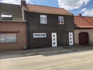 hierbij verkopen wij onze woning gelegen te Roesbrugge, gerenoveerd in 2012,maar is nog verder af te werken,<br /> Bestaande uit:<br /> - inkomhal met