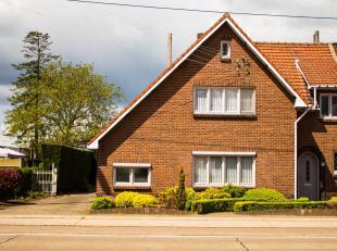 Te moderniseren/renoveren gezinswoning met ruime tuin op gunstige locatie. <br /> <br /> Algemeen <br /> <br /> Deze halfopen bebouwing werd In 1950 g