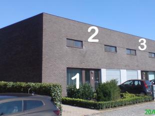 Rustig gelegen eigentijds appartement te Herk-de-Stad. Het appartement is gelegen op het gelijkvloers met grote tuin en eigen car-port met tuinberging
