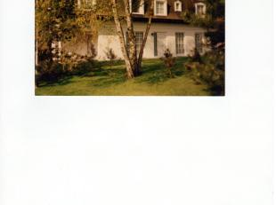 Villa in rustige woonwijk te Bolderberg omvattende inkomhal met trap, WC met lavabo, living, eetplaats, overdekt terras, keuken, bureel, dubbele garag