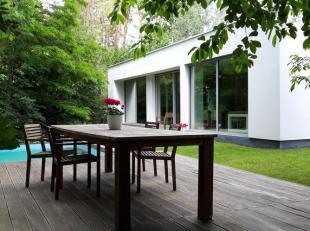Ruime, moderne, ecologische villa in het groen, met de meest recente technieken. Gebouwd in 2011 en instapklaar.<br /> <br /> Kom helemaal tot rust in