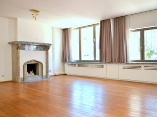 DUPLEX APPARTEMENT - UITSTEKENDE STAAT <br /> <br /> <br /> Dit appartement ligt op de eerste en tweede verdieping in een kleine residentie, in een au