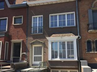 Momenteel in optie!<br /> <br /> Ideaal gelegen te renoveren ééngezinswoning woning in Kortrijk met 3 slaapkamers en  grote tuin. Deze woning is geleg