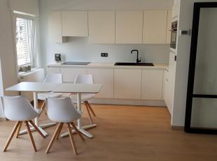 Volledig gerenoveerd appartement op uitstekende locatie te Nieuwpoort-bad, aan het begin van de Elisalaan. Op 150 meter van het strand, 200 meter van