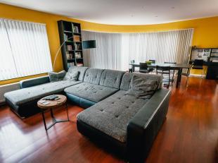 Cet appartement espacieux avec garage au rez-de-chaussée se trouve dans une rue sans issu qui donne sur les jardins communales du Drakenhof. L'apparet