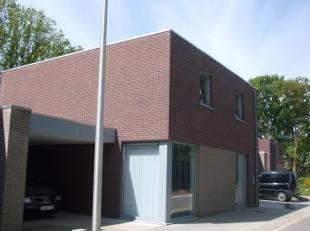 Praktisch ingedeelde nieuwbouwwoning opgericht in 2009 op een perceel van 2,22 are. Rustig gelegen in het bosrijke Eksel, centraal nabij scholen, wink