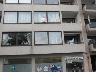 Mooi appartement op een toplocatie op de 2e verdieping met lift en autostandplaats in inpandige garage.  Heel centraal gelegen vlak tegenover Shopping