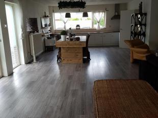 Te koop te lanaken halfvrijstaand ruim huis met grote garage..huiswei en veestal...bouwjaar 2005...living met open keuken van 80m2...ruime berging ...