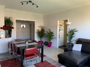 Ruim en licht 2 slaapkamer appartement gelegen op de Blancefloerlaan vlak bij meerdere bus- en tramlijnen. Het appartement is gelegen op de 3de verdie