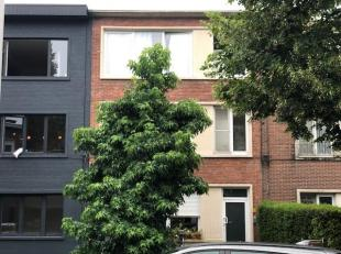 Recent volledig gerenoveerd appartement in de Oosterveldwijk in een gebouw met slechts 3 wooneenheden.  Het app. op de 1ste V beschikt over 2 slpks va
