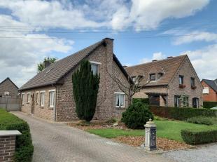 Beschrijving<br /> <br /> Vrijstaande woning met voor -en achtertuin te koop in het landelijke Stevoort.<br /> <br /> Het huis is gelegen op het fiets