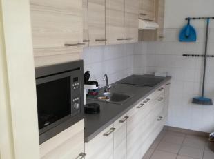 In centrum Lanaken, Appartement op 2e verdieping (geen lift), woonkamer 28m², aparte keuken, apart toilet, 2 slaapkamers, kelder en inpandige ondergro