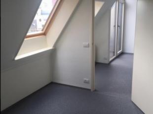 Vernieuwd appartement, gelegen in het centrum van Genk.<br /> Onmiddellijk beschikbaar.<br /> Vaste maandelijkse kost 75 euro.