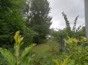 Bouwgrond 468 m²; vooraan 9m, achteraan 14m.<br /> Met achterin een bestaande, recent volledig gerenoveerde woning.<br /> Voor info : tel.nr. 00 32 48