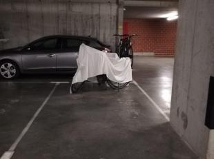 Autostaanplaats (S173) in ondergrondse parkeergarage.<br /> Toegankelijk met automatische poort.<br /> Momenteel verhuurd op jaarbasis.<br /> <br /> A