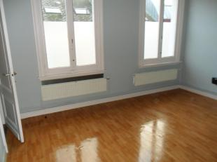 Gerenoveerd appartement ( 3de verdieping) , geen lift aanwezig<br /> Ruime woonkamer, keuken, 1 grote slaapkamer , bureau , badkamer met ligbad en toi