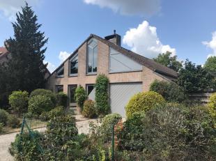 Deze vrijstaande woning is gelegen te De Schijf 34 in Hamont-Achel in een rustige en kindvriendelijke omgeving doch vlakbij het centrum van Hamont-Ach