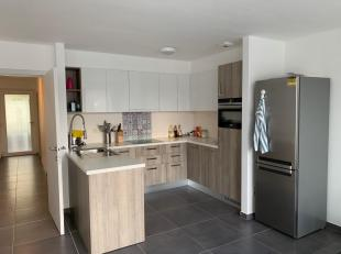 Strak & Modern 2-slaapkamer Appartement Te Huur - Nieuwbouw - Omvat: inkomhal, 2 slaapkamers, ruime woonkamer met open keuken, berging/wasplaats, badk