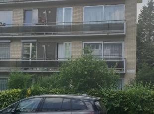 """Goed onderhouden 3 slaapkamerappartement op de 3de verdieping , gelegen in een rustige woonwijk """"Neerland"""". Ruime inkomhal met veiligheidsdeur. 3 volw"""