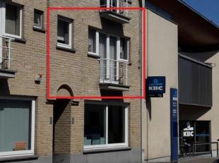 Het appartement ligt vlakbij het gemeenteplein, naast het KBC bankkantoor, schuin tegenover de hoofdkerk van Lummen, vlakbij de kleuter, lagere en mid