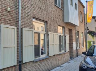 gelijkvloers appartement in het centrum van OLV Olen van 9 jaar oud.  Het appartement is in niuewstaat en heeft een tuin zuid west georienteerd.  Livi