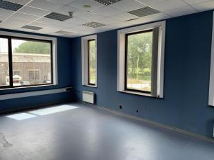 Différents espaces à louer au premier étage de l'immeuble. Les espaces peuvent être utilisés à différentes fins (entrepôt, bureau, ...).<br /> <br />