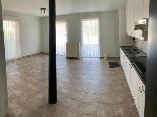 Mooi 1 slaapkamer appartement in een rustige omgeving in het centrum van Kaggevinne. 500m van bakker / apotheker / kruidenier / bank. Niveau 0 : livin