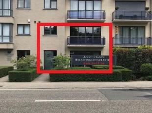 Kantoor bestaande uit 2 verdiepingen (glv +/- 156m2, 1e verd +/- 112m2) met aparte/eigen ingang gelegen aan de Prins Boudewijnlaan 91 te 2610 WILRIJK.