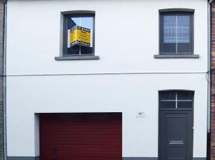 Deze woning (EPC263) is instap klaar, bevindt zich in de stadskern van Sint-Niklaas en beschikt over een garage in de woning.<br /> De inkomhal en de