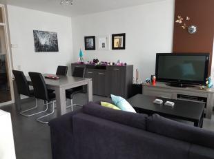 Gerenoveerd appartement op wandelafstand van centrum Hasselt, 2e verdieping, hal met ruime inbouwkasten, living met eetkamer en zitkamer, volledig geï